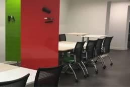 Aménagement mobilier pour travail de groupe - Incubateur Edhec