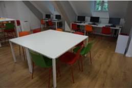 Mobilier professionnel table et chaises de réunion